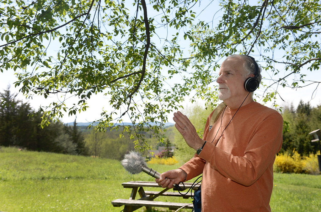 Description of . Tania Barricklo-Daily Freeman                      Jim Metzner uses a stereo microphone with a
