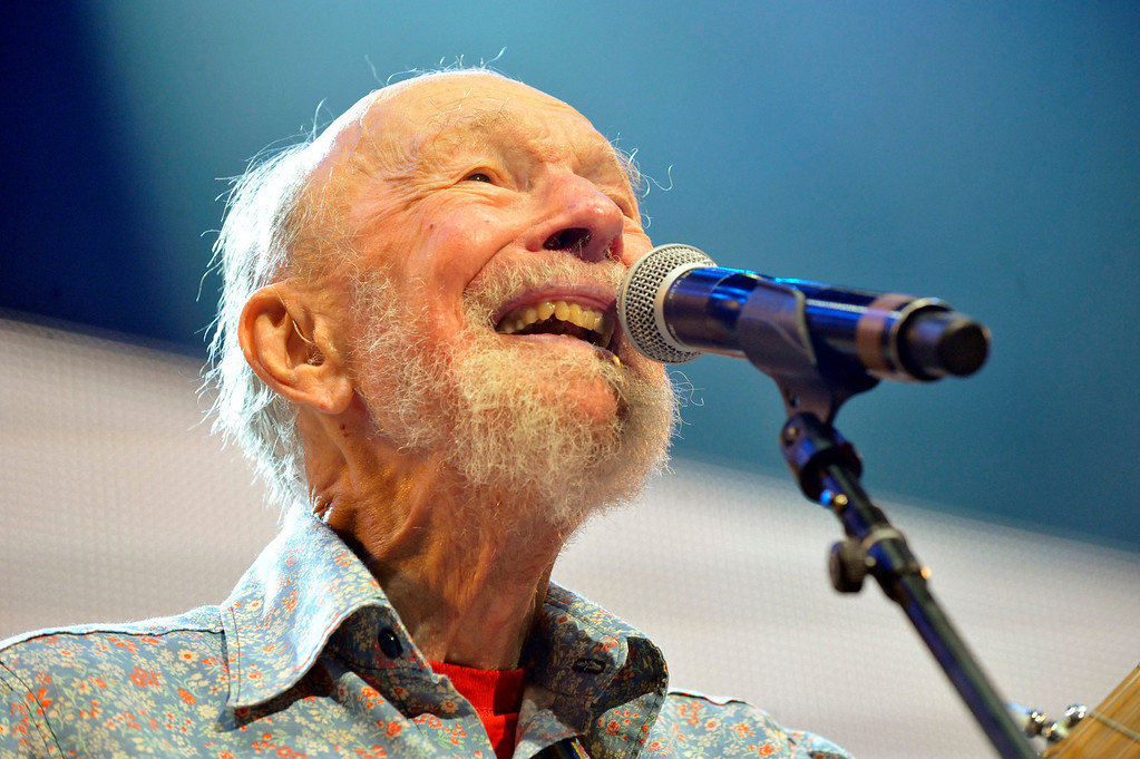 Description of . File-This Sept. 21, 2013, file photo shows Pete Seeger performing on stage during the Farm Aid 2013 concert at Saratoga Performing Arts Center in Saratoga Springs, N.Y.   The American troubadour, folk singer and activist Seeger  died Monday Jan. 27, 2014, at age 94.  (AP Photo/Hans Pennink, File)