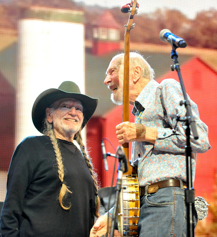 Description of . File-This Sept. 21, 2013, file photo shows Pete Seeger, right, and Willie Nelson on stage during the Farm Aid 2013 concert at Saratoga Performing Arts Center in Saratoga Springs, N.Y.   The American troubadour, folk singer and activist Seeger  died Monday Jan. 27, 2014, at age 94.  (AP Photo/Hans Pennink)