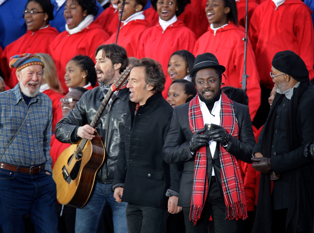 """. File-This Jan. 18, 2009 file photo shows from left, Pete Seeger, his grandson Tao Rodriguez-Seeger, Bruce Springsteen, will.i.am, and Samuel L. Jackson perform at the \""""We Are One:  Opening Inaurgural Celebration at the Lincoln Memorial in Washington.  The American troubadour, folk singer and activist Seeger  died Monday Jan. 27, 2014, at age 94.   (AP Photo/Jeff Christensen, File)"""